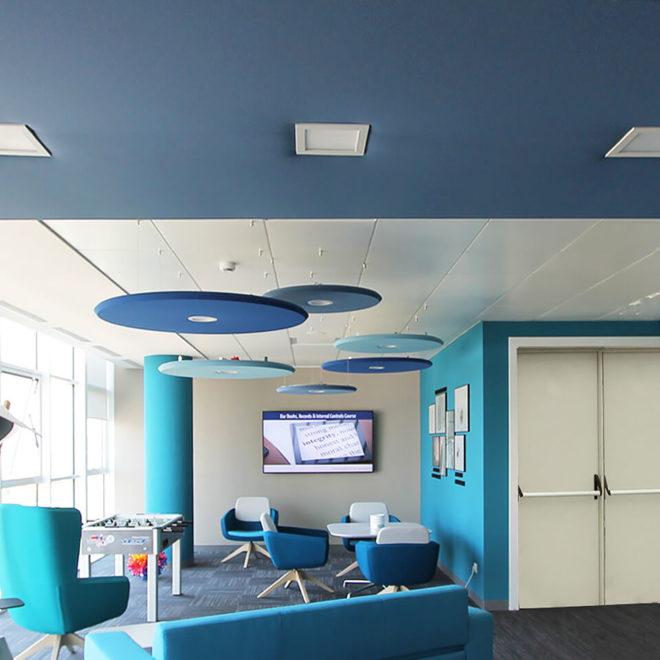 paneles-acusticos-de-colores-area-lounge-lunar
