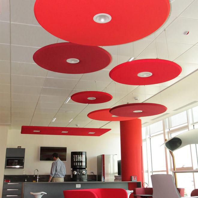 paneles-acusticos-de-colores-con-led-cafeteria-lunar