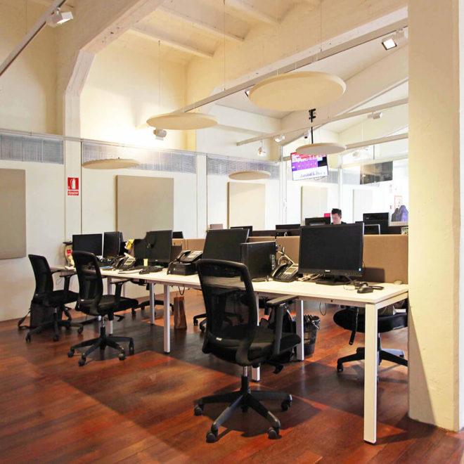Acustica-nei-call-center-pannelli-fonoassorbenti-a-soffitto