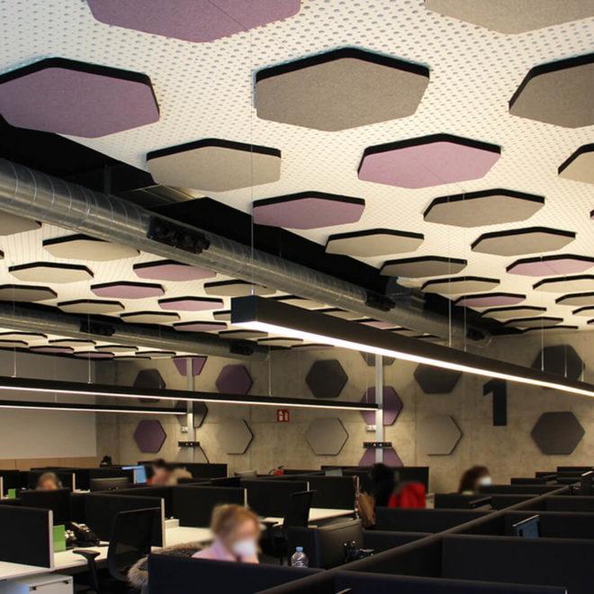 correccion-acustica-call-center-paneles-techo